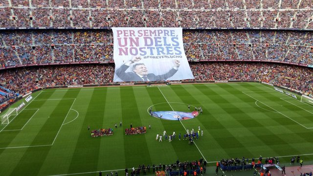 'Per Sempre, Un Dels Nostres', El Camp Nou Despide A Luis Enrique Con Una Pancar