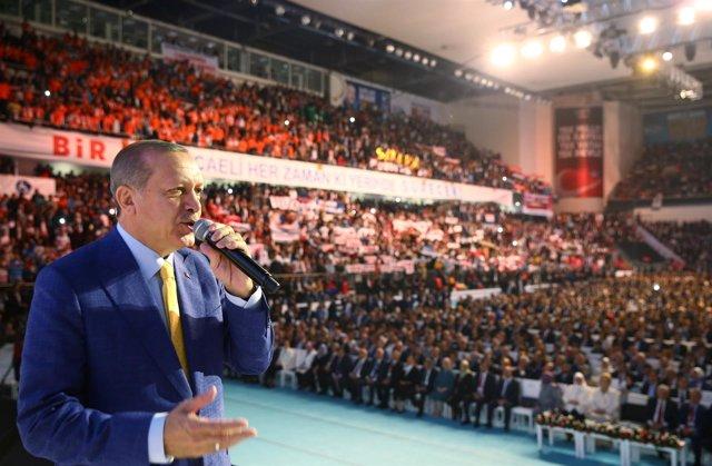 El presidente turco, Recep Tayyip Erdogan, en un acto del AKP