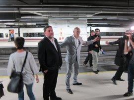 Oriol Junqueras y Raül Romeva ponen rumbo a Madrid en AVE acompañados de miembros de JxSí