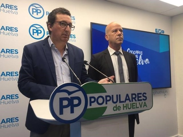 El presidente del PP de Huelva, Manuel Andrés González, y alcalde de Calañas.