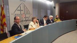 Barcelona impulsa un documento de vecindad para evitar que inmigrantes irregulares vayan al CIE