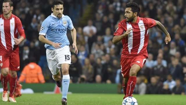 Jesús Navas y Trémoulinas en el Sevilla - Manchester City