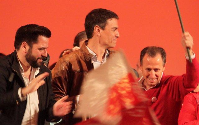 Fran González, del PSOE de Cádiz, con Pedro Sánchez