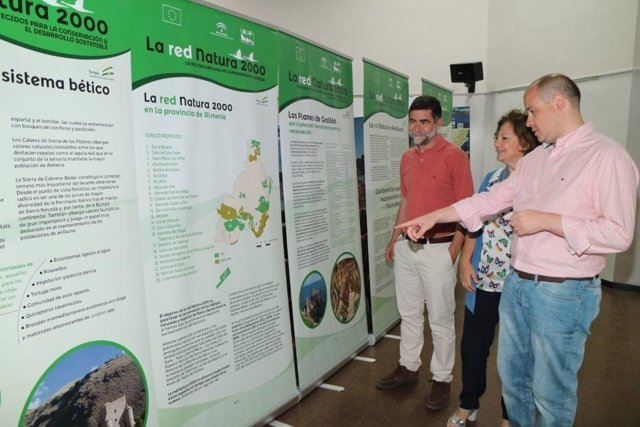El delegado de Medio Ambiente asiste a la muestra de la Red Natura 2000