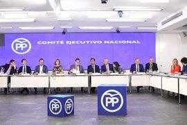 """Rajoy presume de tener un """"partido unido"""", un día después de las primarias del PSOE"""