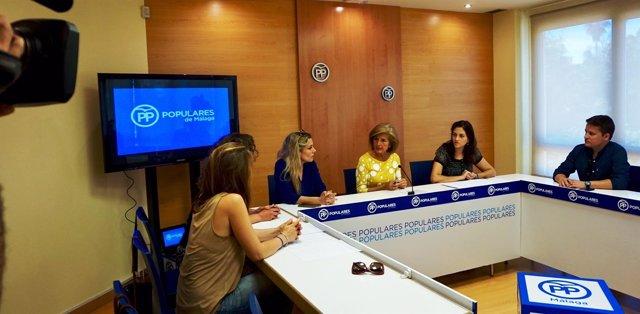 Oña en una reunión en la sede del PP de Málaga