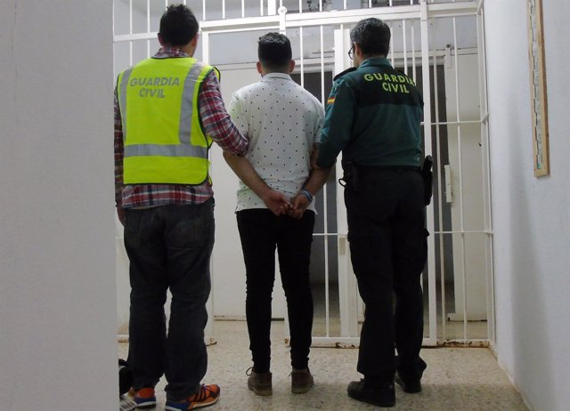 Guardia Civil detiene a tres jóvenes