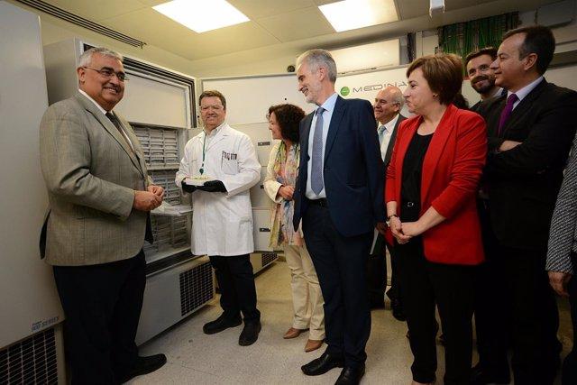 Visita a la Fundación Medina en la cesión de una muestra de cultivos microbianos