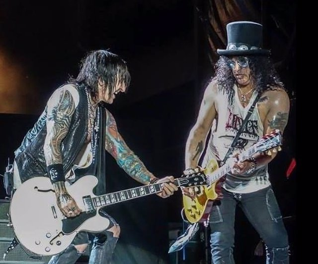 RICHARD FORTUS Y SLASH