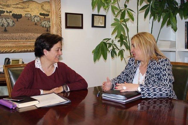 Imagen de la reunión entre ambas representantes.