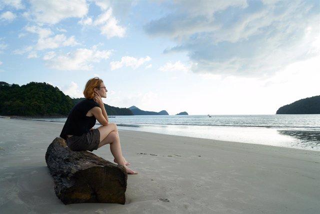 Mujer sola, soledad, solitaria