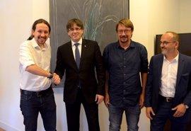 Puigdemont a Pablo Iglesias: Además del referéndum, la moción de censura debe incluir reducción del déficit