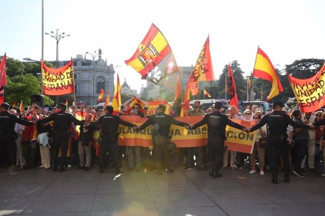 Manifestación contra Puigdemont