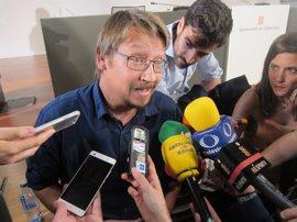 """Domènech ve """"positiva"""" la conferencia de Puigdemont y le insiste que también vaya al Congreso"""