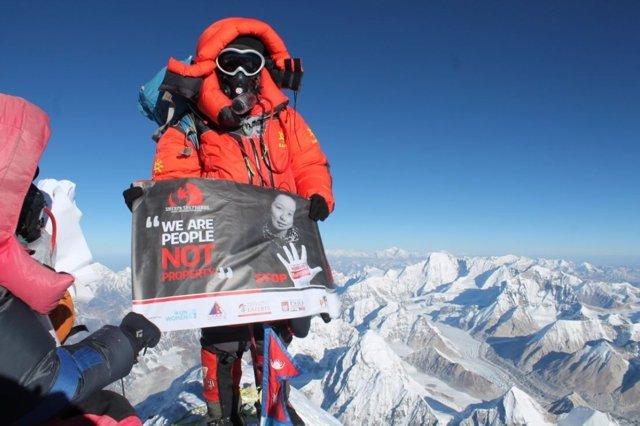 Kanchhi Maya Tamang escala el Everest para denunciar el tráfico de mujeres