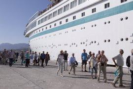 El crucero Albatros hace escala en Motril con más de 700 ocupantes a bordo
