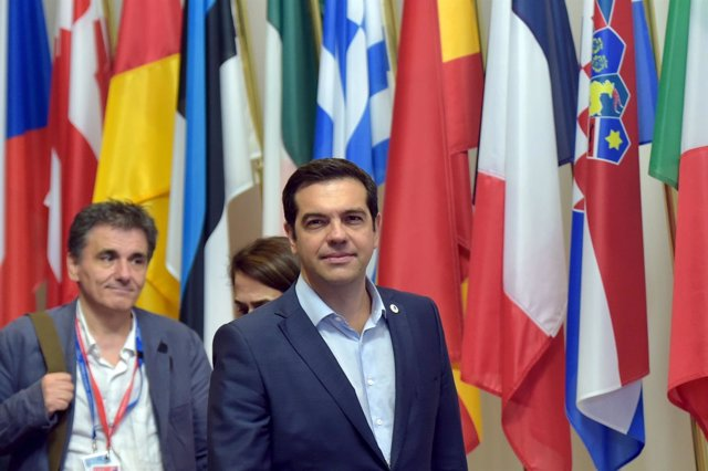Tsipras y Tsakalotos reunión eurogrupo en Bruselas