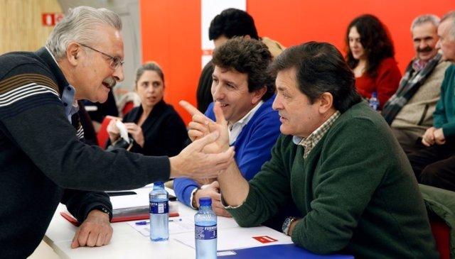 Jesús Gutiérrez y Javier Fernández hablan con Antonio Trevín
