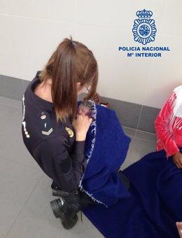 La Policía Nacional ayuda a una embarazada a dar a luz