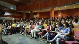 """El programa """"Ayuda entre iguales. Alumnos acompañantes"""" comenzará el próximo curso en 138 centros educativos extremeños"""