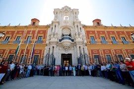 Minuto de silencio del Gobierno andaluz ante San Telmo por el atentado en Manchester