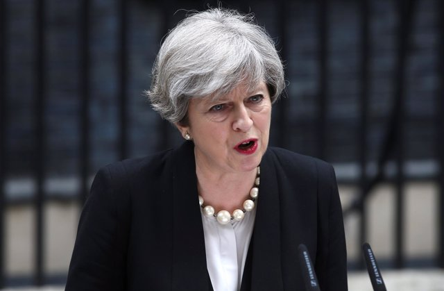 Theresa May frente a Downing Street