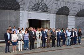 El Cabildo de Tenerife guarda un minuto de silencio en homenaje a las víctimas del atentado de Manchester