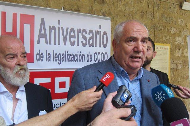Francisco Carbonero atiende a los periodistas.