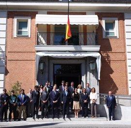 Rajoy guarda un minuto de silencio en Moncloa por las víctimas del atentado de Manchester