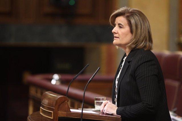 Fátima Báñez habla desde la tribuna del Congreso