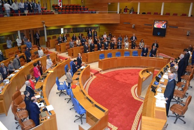 Minuto de silencio en el Parlamento de Galicia por el atentado en Manchester.