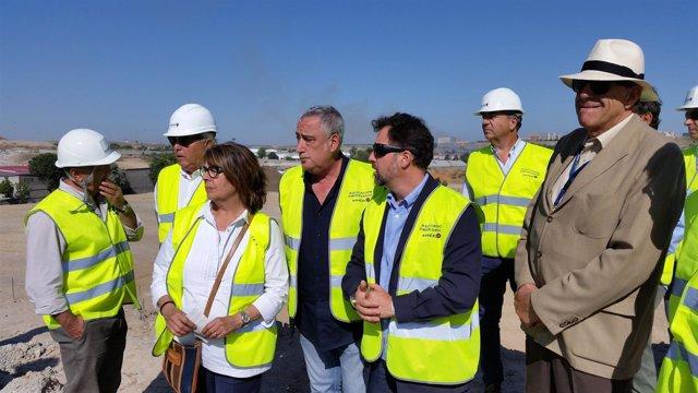 Inés Sabanés visita el antiguo vertedero ilegal del camino de la Leña