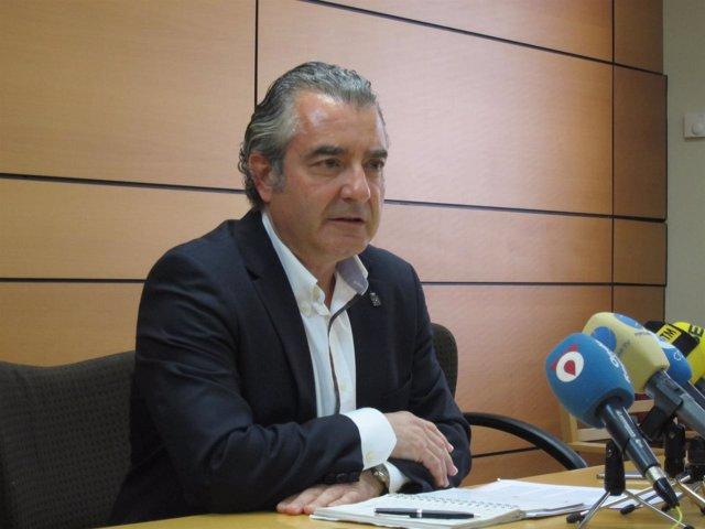 El concejal no adscrito, Javier Trigueros, durante su comparecencia
