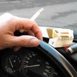 Fumando conduciendo
