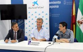 """Estepona y Obra Social """"la Caixa"""" entregan una subvención de 13.200 euros a la asociación local Parkinson Sol"""