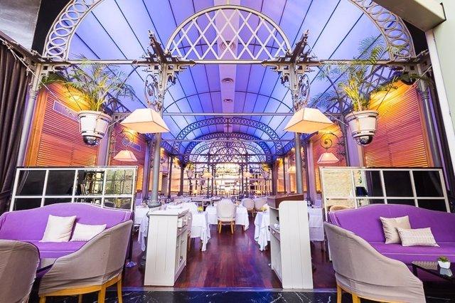 Instalaciones del salón principal del restaurante Oriza.