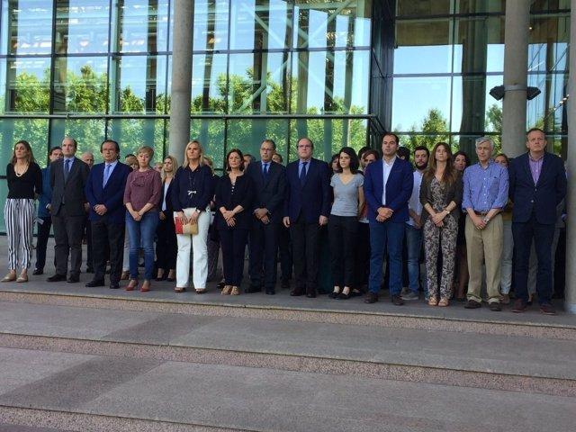 Foto del minuto de silencio en la Asamblea de Madrid
