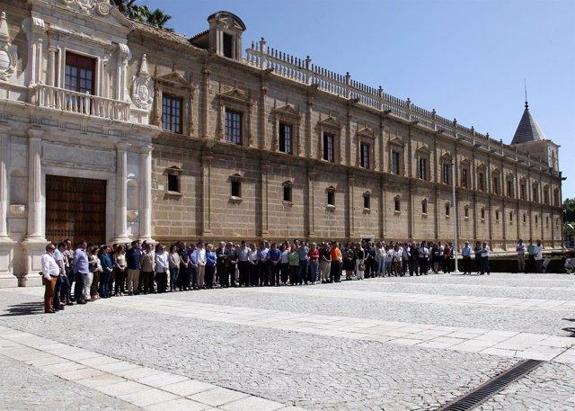 Minuto de silencio en el Parlamento andaluz por el atentado de Manchester