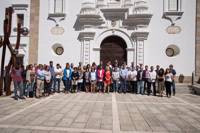 Asamblea De Extremadura. Np Minuto De Silencio.