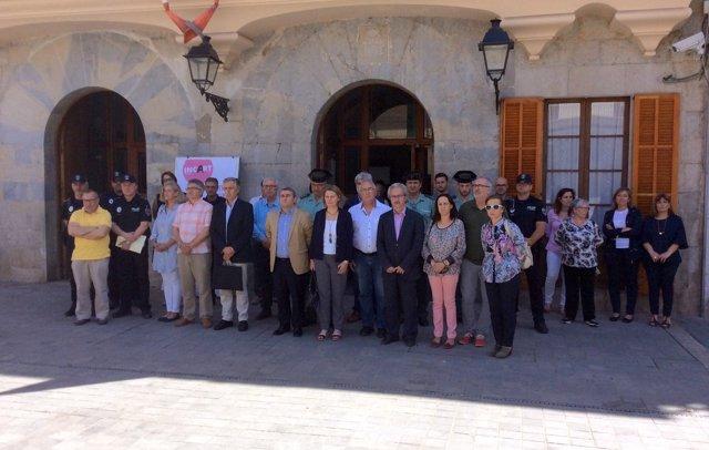 Salom en el minuto de silencio en el Ayuntamiento de Inca