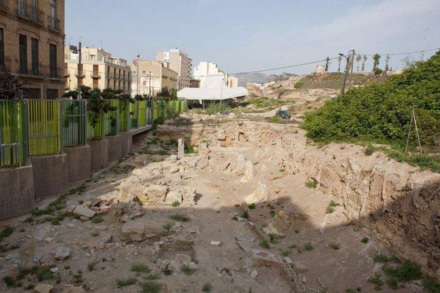 Trabajos de excavación en el Parque Arqueológico del Molinete