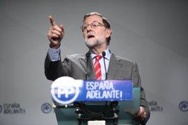Rajoy destaca el buen humor de Pastor por poner la moción de censura de Podemos en martes y 13