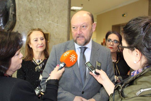 El coordinador de la Interparlamentaria del PSOE-A, Antonio Pradas