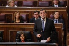 """Podemos pide a Rajoy que se vaya """"a su casa"""" por la corrupción y el presidente le recomienda más tila y menos coca-cola"""