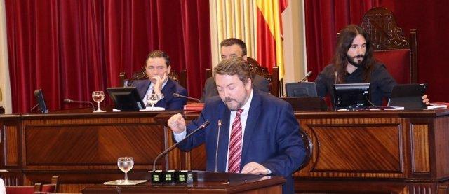 El diputado del PP Antoni Camps en el pleno