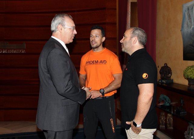 Representantes de Proem-AID con el presidente del Parlamento de Andalucía