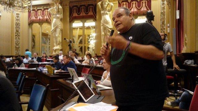 El diputado de Podemos Aitor Morrás en el pleno del Parlament
