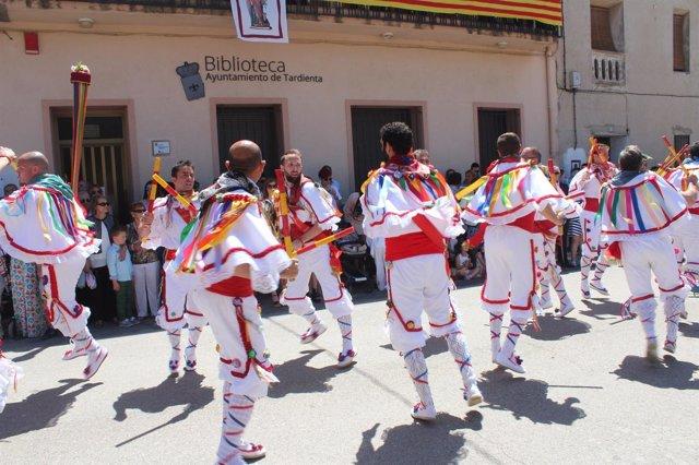 Los danzantes han actuado en las fiestas de Santa Quiteria de Tardienta