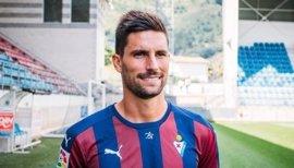 Adrián González deja el Eibar y firma por el Málaga a coste cero