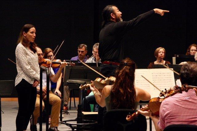 La Simfònica ensaya con la mezzosoprano Kate Lindsay